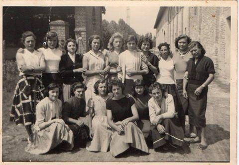 #Mondine per una rara foto di gruppo negli anni '50. #riso #Lomellina #storia #riso #Milano #Pavia #mondariso