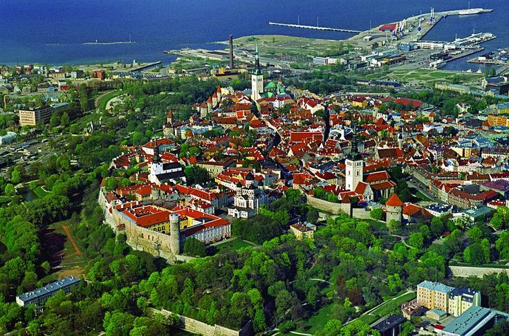 Ya que estamos descubriendo Cracovia de la mano de Vega toda esta semana vamos a repasar nuestro listado con otras cinco ciudades europeas que no te puedes perder...