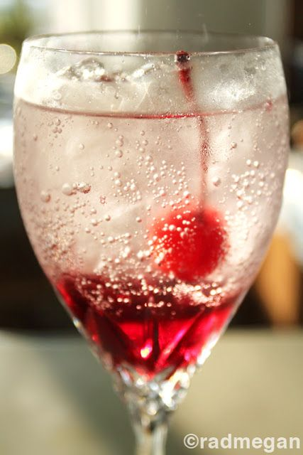 pom sodaValentine'S Day, Alcohol Drinks, Pomegranates Sodas, Pink Drinks, Pom Sodas, Cherries Stem, Holiday Drinks Alcohol, Drinks Recipe, Mixed Drinks
