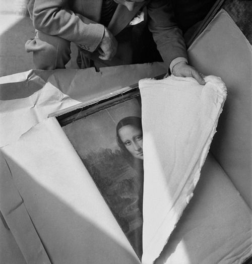 The Mona Lisa being transported back to the Louvre after the end of WWII, 1945