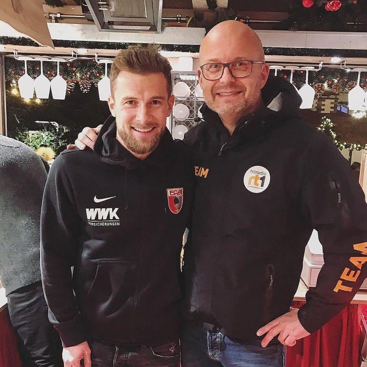Ich meine Fußball spielen kann er der @danibaier10 und auch im Glühwein ausschenken ist er kaum zu schlagen  Danke für Dein Engagement für die @hitradio_rt1 Weihnachtsträume zu Gunsten der Kartei der Not! _______________________  #fca #augsburg #fcaugsburg #fcab04 #glühwein #heimspiel #heimsieg #bundesliga #rotgrünweiss #augsburgcity #augsburgerjungs #wwkarena #instadaily #instagood #bundesligageil #augsburg #fussball #soccer #ig_today