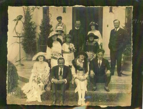"lawmluna: ""chaplinfortheages: ""charliechaplinitalia: "" This is a picture of Douglas Fairbanks and Mary Pickford's Wedding on the front porch of Charlie Chaplin's home. March 28, 1920. ——- Foto di gruppo al matrimonio di Douglas Fairbanks e Mary..."