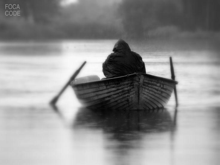 Jesienny deszcz. Autumnal rain. #fall #boat #river