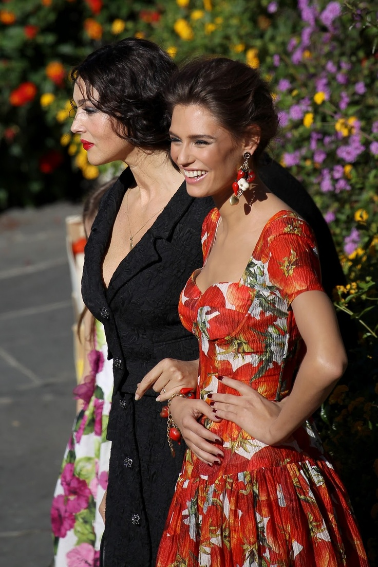 Monica Bellucci e Bianca Balti in Dolce e Gabbana Primavera / Estate 2012 black and tomatoes dresses