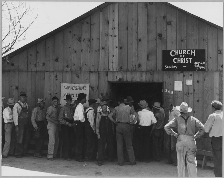 Arvin, Kern County, California. Line up for state relief pay day. Shows exterior of building. This b . . . - NARA - 521650.tif