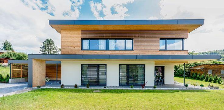 Dieses Flachdachhaus lädt zum Wohlfühlen ein. Durch die Holzfassade in Kombination mit architektonischen Elementen wird dieses Haus zu einem Wohn(t)…