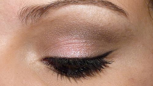 Bronze shimmery eyeshadow w/ a touch of pink, this will make my blues eyes pop!! And this is all the makeup I'll need and want!