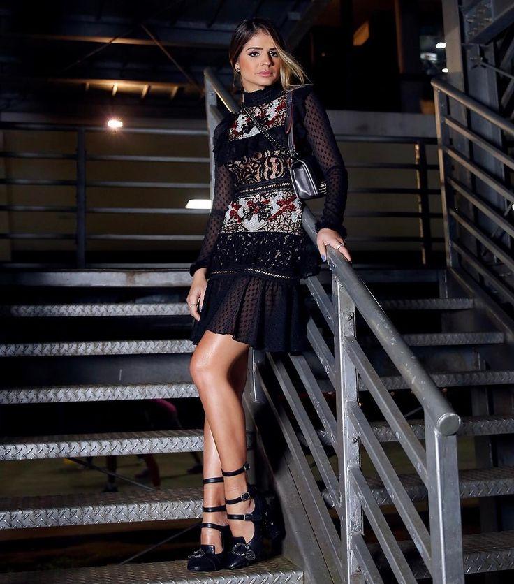 Encantada por esse vestido @patbo_official que usei para assistir ao desfile da marca! ❤ Demais né?! #ThassiaNoSPFW #spfwn43 #thassiastyle