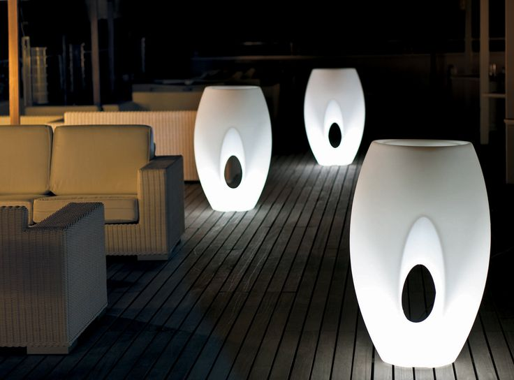 100% Made in Italy. A glow spreads from the heart of Kadabra Lamp, becoming a decorative and illuminating element.