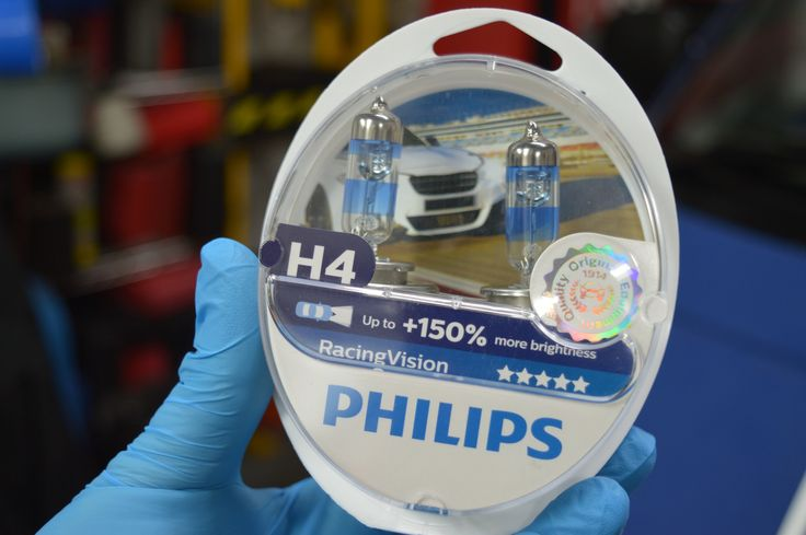 In this second test, We Blog Any Car will be testing the new Philips Racing Vision H4 headlight bulbs from Euro Car Parts.  Like the first test, we thought it only fair to test them against some brand new bulbs. New normal H4 bulb below   And like