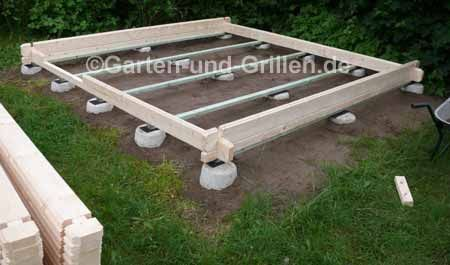 Selbstgemacht GartenhausBausatz auf Punktfundament in