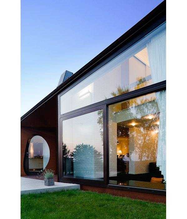 Modern architecture house   Image by Tim Van de Velde