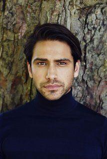 Luke Pasqualino English actor