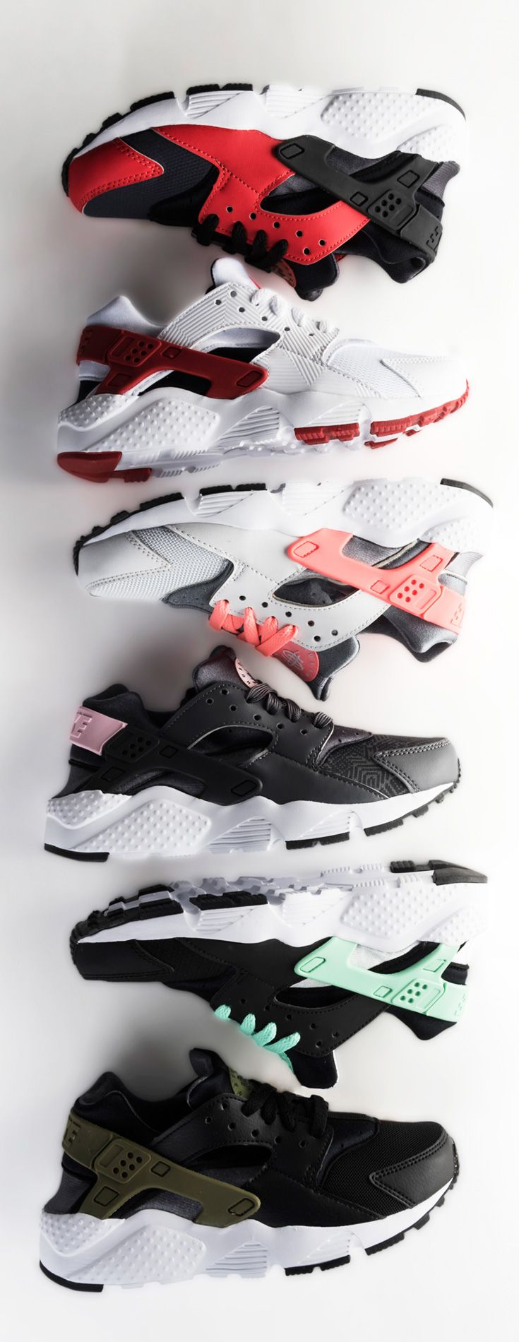 Style has no limits in the kids' Nike Huarache Run kicks — cop a pair in the hottest colors of the season.
