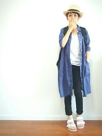 白Tシャツにスキニーパンツのシンプルなコーディネートに羽織ものをプラスすることでまた違った表情を見せてくれます。シャツワンピースをサラっと羽織ってさわやかに着こなすのも素敵♪