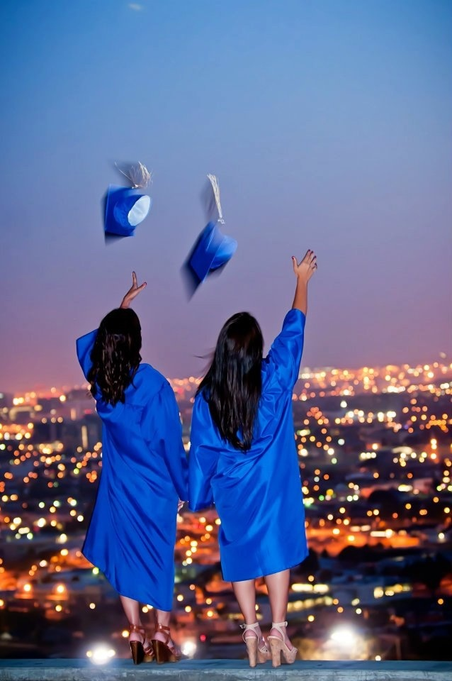 I want to do this with my best friend  #photoshoot #bestfriends #graduation