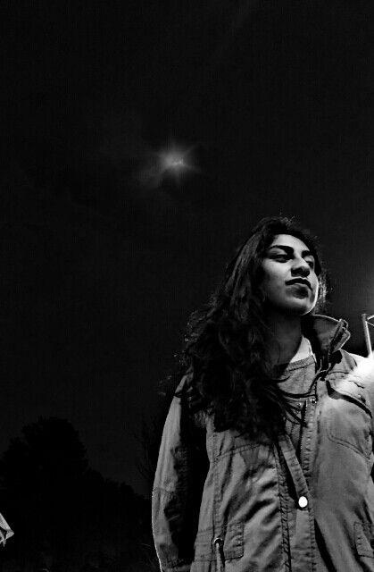 """""""También en su mundo distante, más distante que la luna, la música era capaz de penetrar y hacer milagros.""""  •Libro: Veronika decide morir. /  •Autor: Paulo Coelho."""