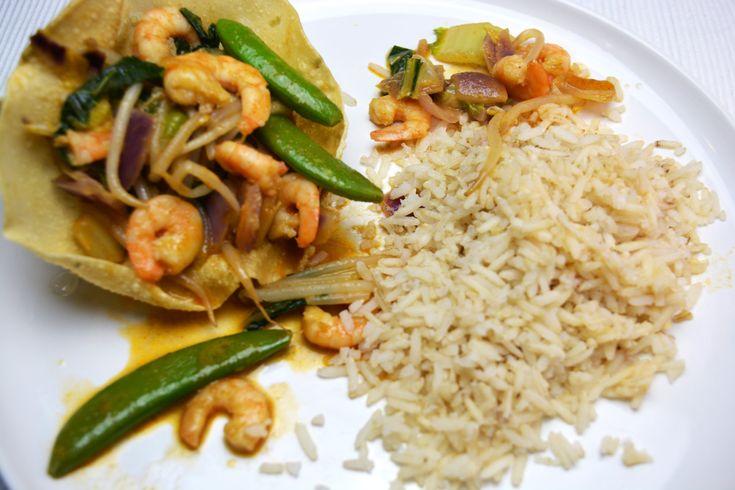 Een heerlijk gerecht: Pappadums met garnalen curry. Super makkelijk om te maken en je hebt een verrassend recept! Ga jij ook een keer dit recept maken?!