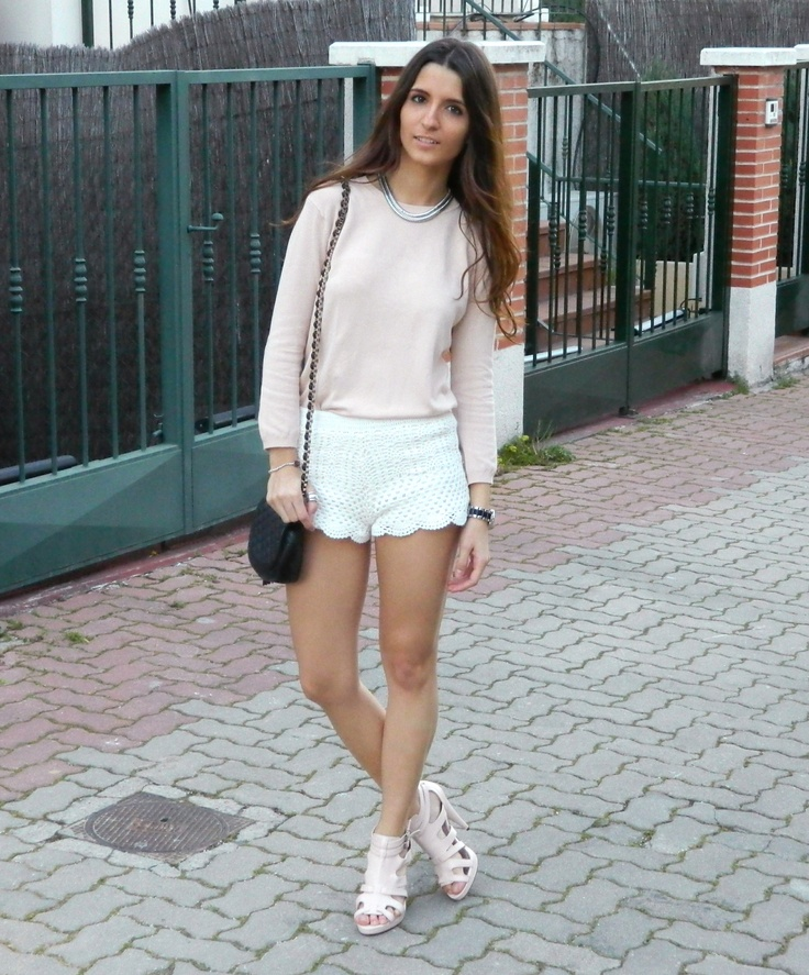 Pink pullover & and Lace shorts #pinkpullover #pinkjumper #jumper #pullover #laceshorts #whiteshorts #shorts #hm #zara #pinkshoes #shoes  #blackbag #shoulderbag #clutch #outfit #outfits #style #stylelovely #look #spring #blog #blogs #blogger #bloggers