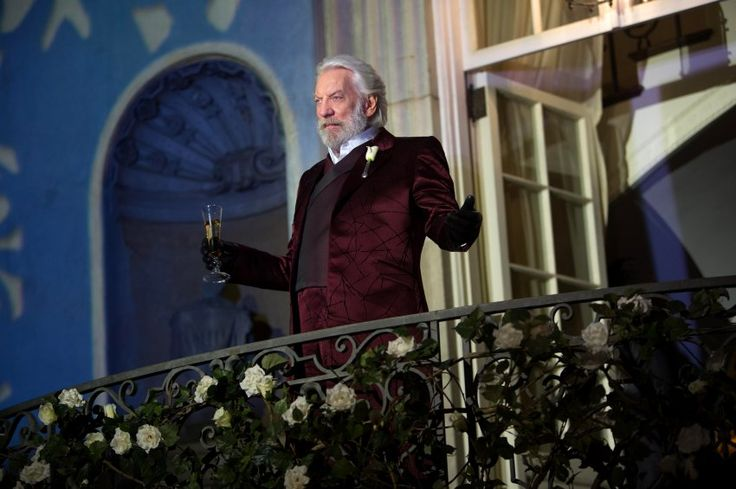 """Er herrscht über die ausgebeuteten Distrikte und veranstaltet die tödlichen """"Hunger Games"""", um die Unterjochten bei Laune zu halten: Donald Sutherland als Präsident Snow im Blockbuster-Franchise """"Die Tribute von Panem""""."""