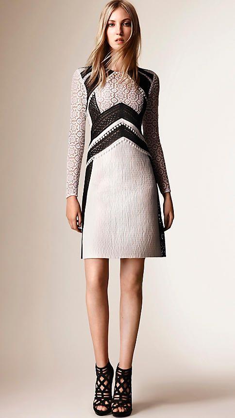 Weißes A-Linien-Kleid in Patchwork-Optik aus Spitze, Baumwolle und Seide