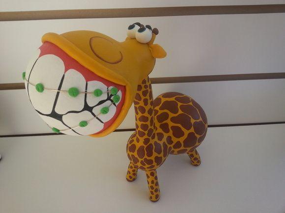 Girafa de cabaça, moldada com cabaça e biscuit  Feita sob encomenda!    Por se tratar de um produto natural como a cabaça, os formatos e tamanhos poderão sofrer variações de até 2cm em sua altura e largura. Tais variações irão conferir exclusividade à peça, pois nenhuma será igual a outra. R$ 68,40
