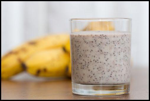 banan tres bonne recette smoothie avec la spiruline, graines de chia,  banane