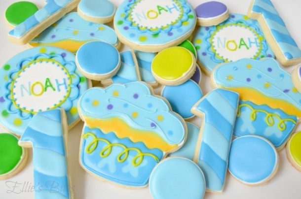 Cookies to coordinate with the 1st Birthday Cupcake party theme. (Ellie's Bites)