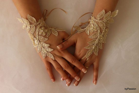 WEDDİNG GLOVES   Elegant soft pale champagne lace gloves  French lace wedding gloves ... Soft and delicate Made with love to make your special day a fairytale ...  Each custom-made suitable   french lace used is very delicate and special. Unique and special. Only a custom design you can see my shop. strap attached. use special gloves are quite comfortable.  Ready to ship.  FREE SHİPPİNG  Free shipping send post office. Delivery 14-16, days. If you want faster shipping if you buy it…