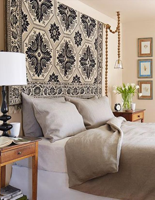 7 Sophisticated Beds Without The Headboard: Hang A Rug