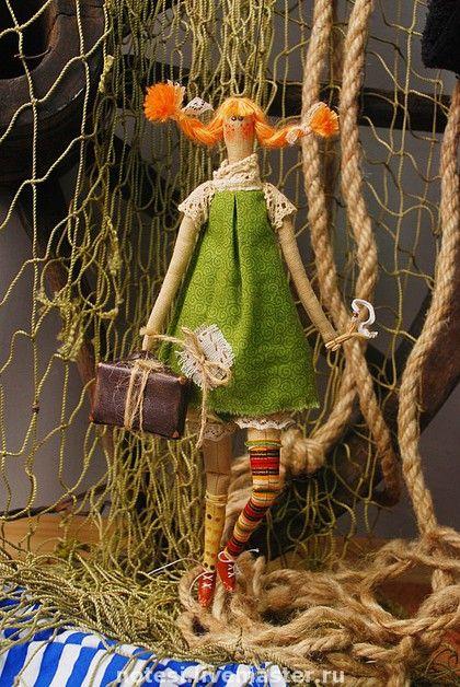Куклы Тильды ручной работы. Ярмарка Мастеров - ручная работа Пеппи-длинный чулок с чемоданом золота. Handmade.