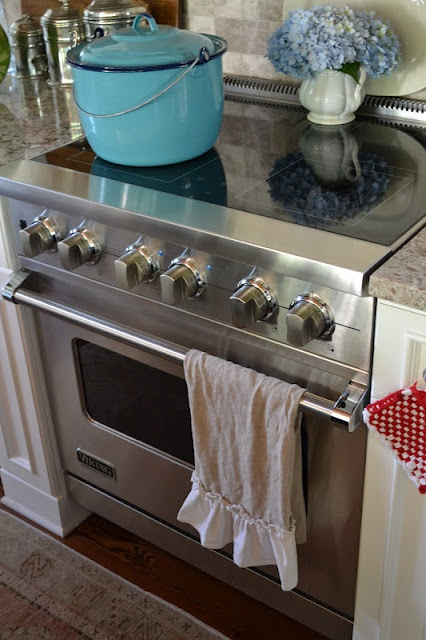 I'm loving this stove! via Three Pixie Lane