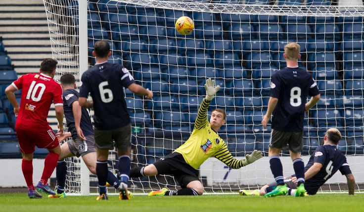 Queen's Park's Wullie Muir in action during the SPFL League One game between Queen's Park and Albion Rovers.