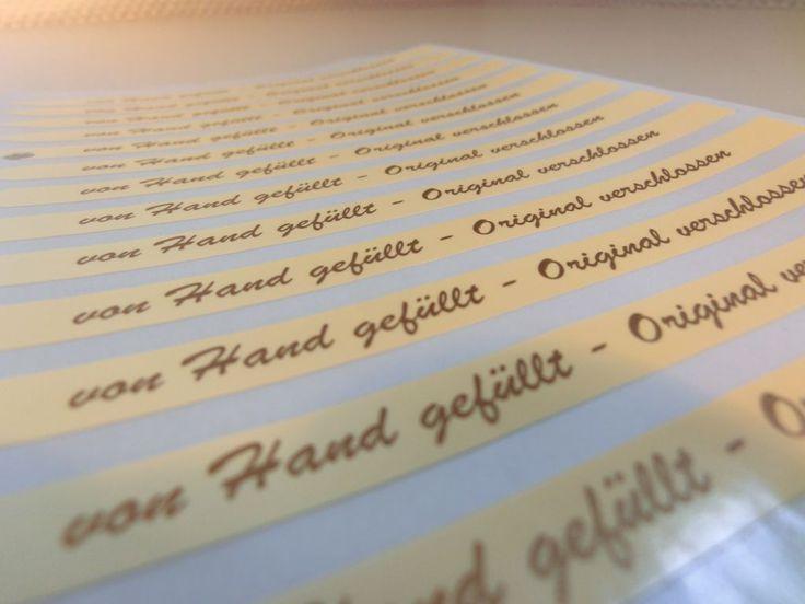 #Rollenhaftetiketten sind vielfältig und universal einsetzbar. #Rollenhaftetiketten eignen sich immer dann hervorragend, wenn Waren schnell und einfach ausgezeichnet werden sollen, da sie sowohl in speziellen Halterungen angebracht und abgerollt als auch manuell auf Produkten befestig werden können. #Produktkennzeichnung #Produktetikettierung #Etikettendruck #Etikettendruckerei #Flaschenetiketten #Produktetiketten #Etiketten #Honigetiketten #Marmaladeetiketten www.label-network.de