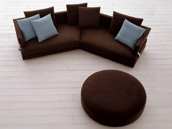 Arriva la sera e il bisogno di relax è grande, ma lo spazio è piccolo! Spesso accade ecco perché un divano angolare piccolo può essere la soluzione giusta! http://www.arredamento.it/divano-angolare-piccolo.asp #divani #divanipiccoli #divaniangolari