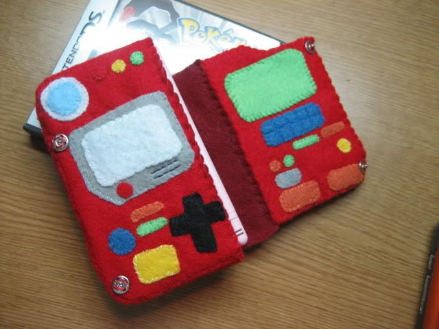 Felt Pokemon Pokedex DS Case! - my daughter would LOVE it!