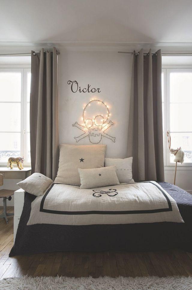 Sur le lit de Victor, les coussins en lin chinés.