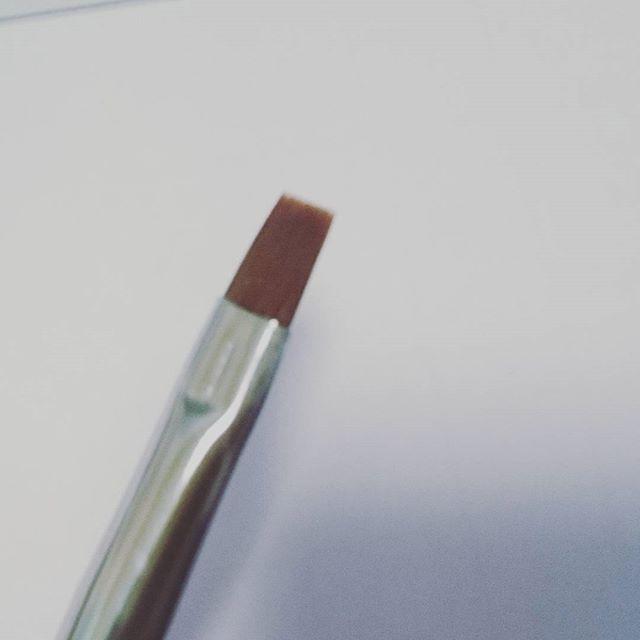 当店のオリジナルナイロン筆❤  しっかりとしたコシで耐久性がよく、バサバサとしてない高品質なナイロンです❤ 柄のコストを下げて、毛の品質にこだわり、激安価格で提供してます! #べトロ カラージェルとの相性が良いと感じています❤  激安カラージェルなど、発色にイマイチなジェルはミックスヘアーの筆を使用するとムラなく塗れますよ!ミックスヘアーは筆跡が出にくいです。  ネイル用品のご購入は↓ http://princesscolors.com/ ヤフー!ショッピングモール店もあります♥↓ http://store.shopping.yahoo.co.jp/princesscolors/  ネイル用品のご購入は↓ http://princesscolors.com/  ユーチューブでネイル動画🆙してます↓ http://m.youtube.com/channel/UCyJrCbSIq96ofuPlIuN1niA?feature=em-uploademail  チャンネル登録よろしくお願いいたします♥  #プリンセスカラーズで検索…