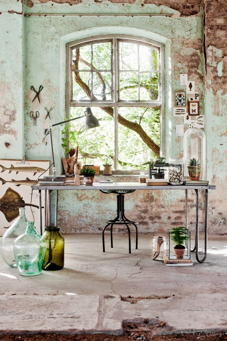 VINTAGE: Arbetsrum i tre stilar i Drömhem & Trädgård   industrial desk and green glass and foliage                                                                                                                                                                                 More
