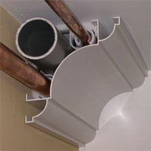 Corniche de plafond cache tuyaux ou gaines électriques