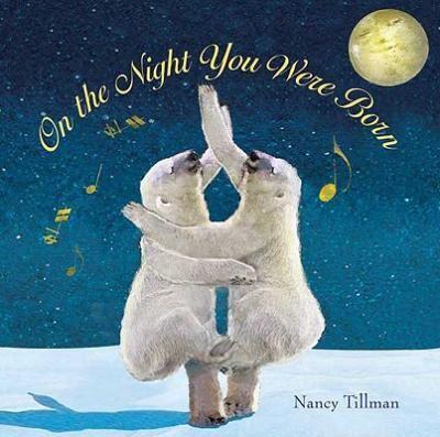 """On the Night You Were Born - Nancy Tillman: Varsta: 1+; În noaptea în care te -ai născut """" """"luna a zâmbit pentru o asemenea minune, stelele au tras cu ochiul să te vadă  și vântul de noapte șopti: Viața nu va mai fi la fel"""" . In noaptea in care te-ai născut ai adus uimire și magie în lume . O carte care celebrează copilul, o carte eterna."""