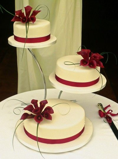 I like the idea of burgundy calla lilies on the cake for some color