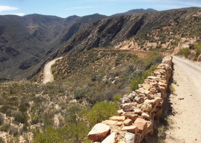 My favourite adrenaline rush is driving South Africa's amazing mountain passes. Here are some of my best mountain pass routes in the Western Cape.