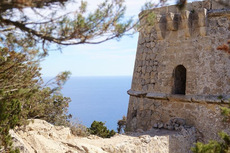 Torre de Savinar, incredible spot with a spectacular view over the islands Es Vedra and Es Vedranell