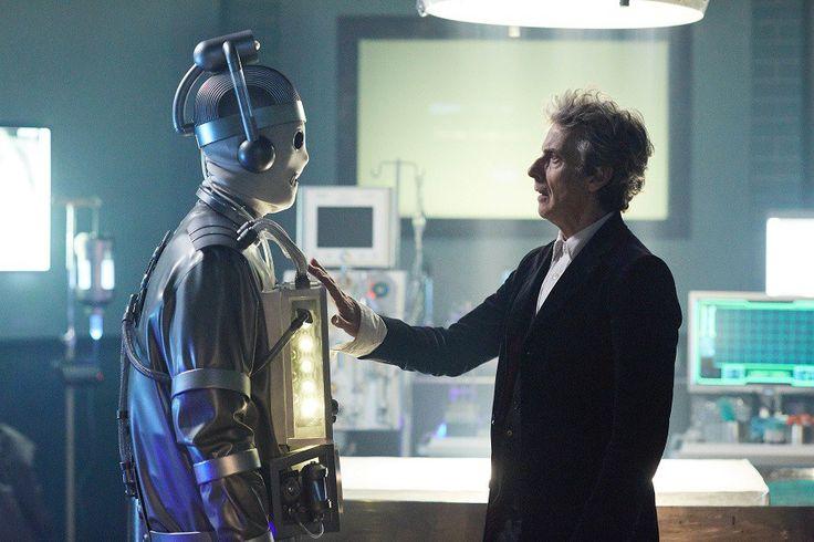 Além do primeiro encontro entre dois Mestres, também haverá a volta dos Cybermen de Mondas No dia 25 de junho, domingo às 20h, o Syfy (syfy.com.br) exibe o décimo primeiro episódio inédito da décim…