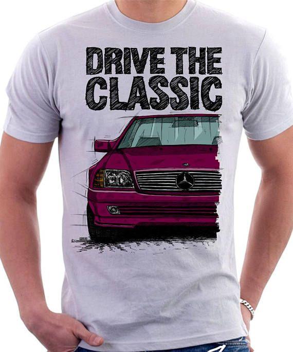 Klassische Mercedes R129 SL T-shirt weiß. Original von hand gezeichneten Entwurf. -Original von hand gezeichnete Design von Künstler -sehr gute Qualität 100 % Baumwolle, T-shirt, 185g -Wahl der anderen Auto Farben -Größentabelle, die als letztes Bild angebracht. Bitte beachten Sie, dass