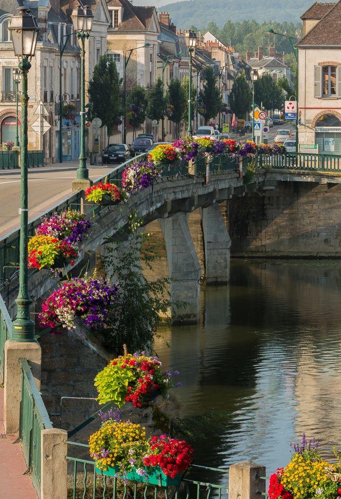 Le pont de Joigny - Yonne dept, -  Bourgogne région, France