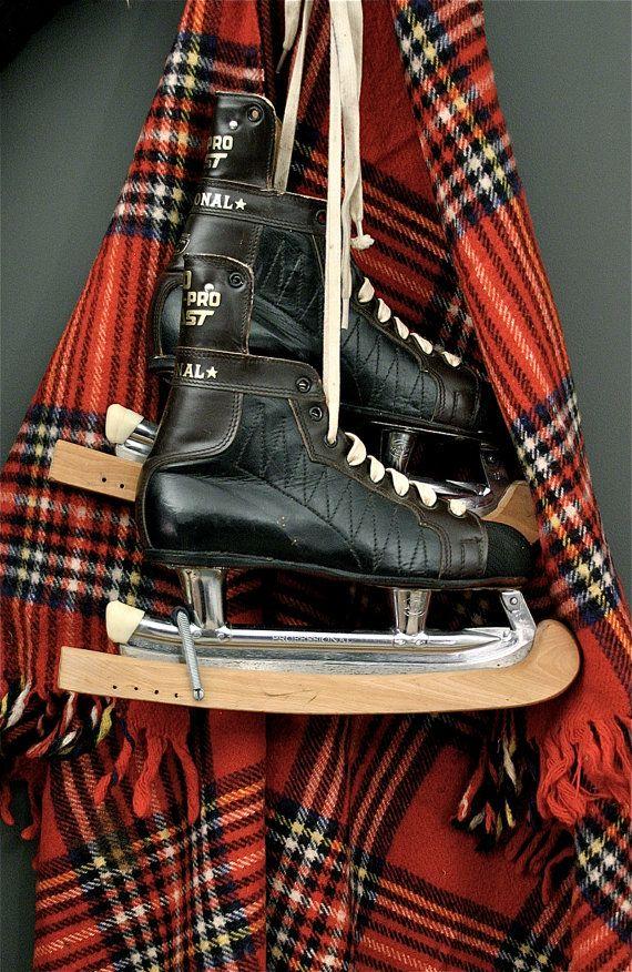 Yo sé patinar sobre hielo. Yo encanta patinar sobre hielo.