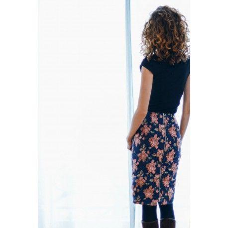 48 best patrons de couture jupes et pantalons images on pinterest pants patron de couture. Black Bedroom Furniture Sets. Home Design Ideas