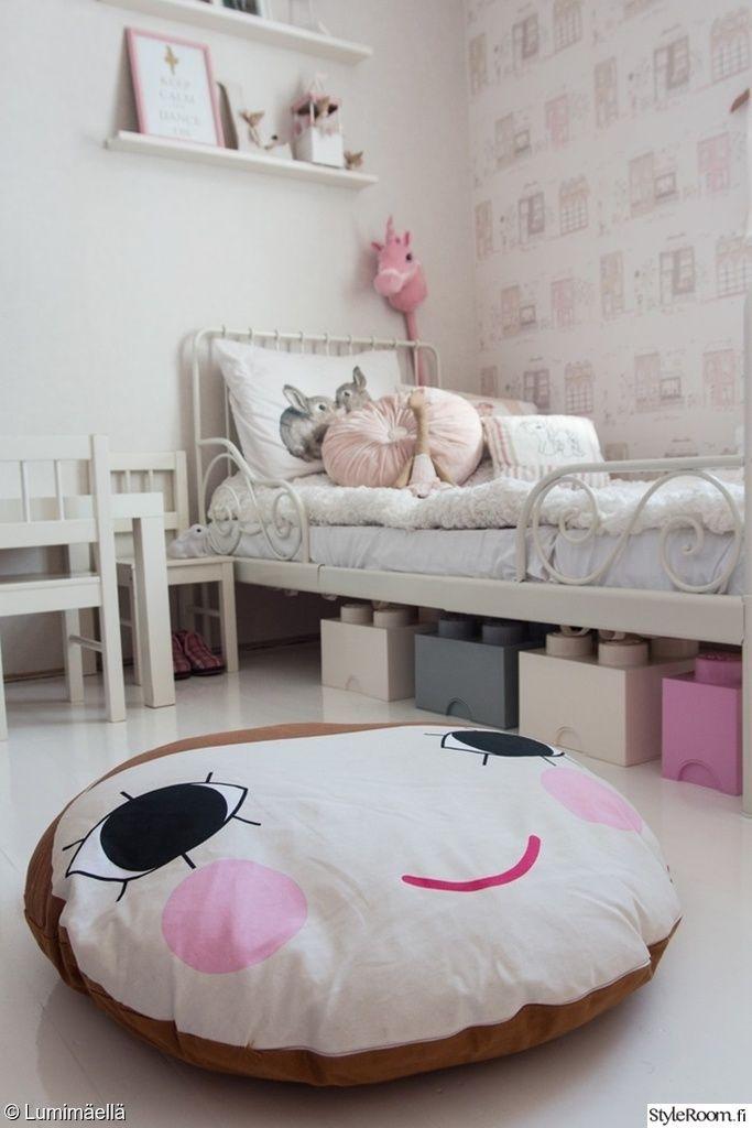 tytön huone,tytön sänky,tyttömäinen,lastenhuoneen säilytys,lastenhuoneen sänky,lastenhuone,lastenhuoneen sisustus,tyyny,istuintyyny